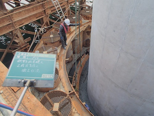 P14橋脚 鋼管矢板支保工撤去状況。