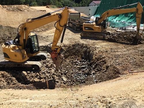 写真-2 人孔施工箇所 床掘状況