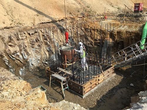 写真-4 人孔底部コンクリート打設